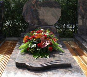 grafsteen op een begraafplaatst